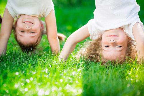 enfants-herbe